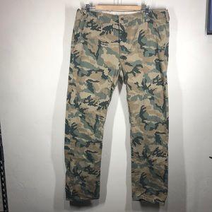 Levi's camouflage pants size 38x32